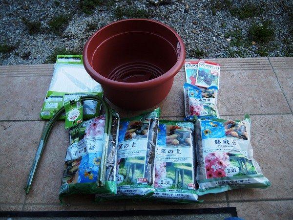 100円均一でそろえた資材と種子