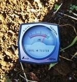 土壌の酸度(pH)を調べるには土壌酸度計Aがおすすめ
